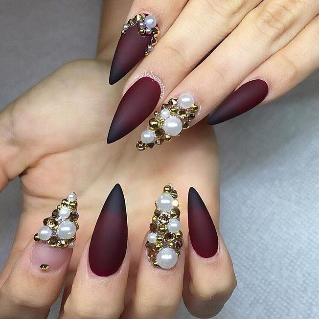 Pearl Nail Art Ideas to Make Your Holiday Season More Elegant #claws - Pearl Nail Art Ideas To Make Your Holiday Season More Elegant