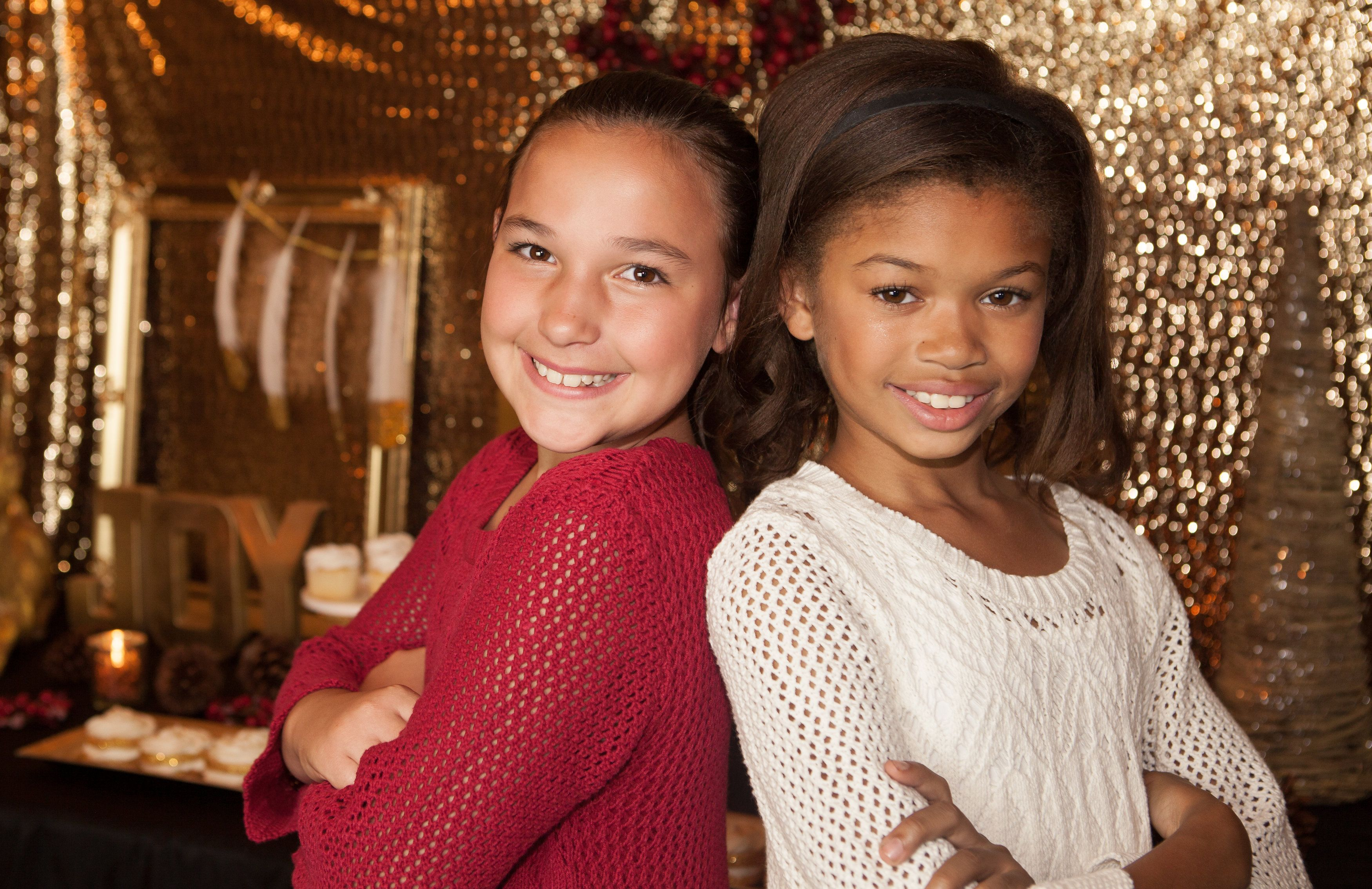 Gold holiday and Christmas decoration party ideas. www.partiesonpurpose.com