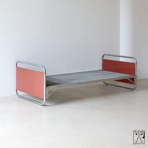 Bauhaus Stahlrohr Bett von ZEITLOS BERLIN