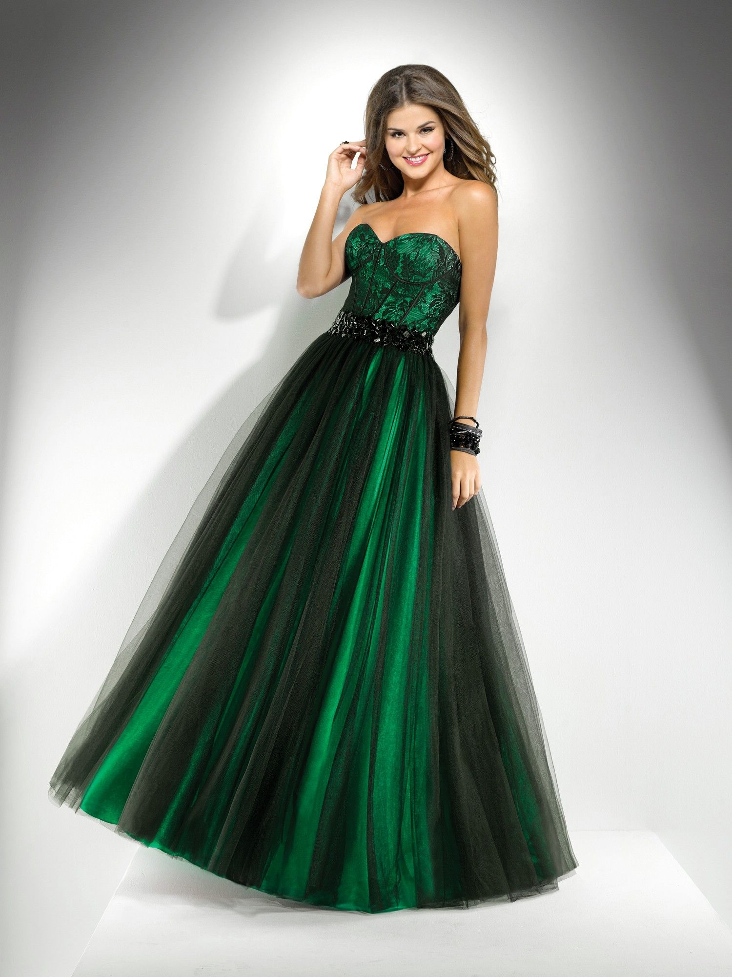 Emerald green prom dress 2018  Think im gonna go for an emerald dress this year Flirt  Style