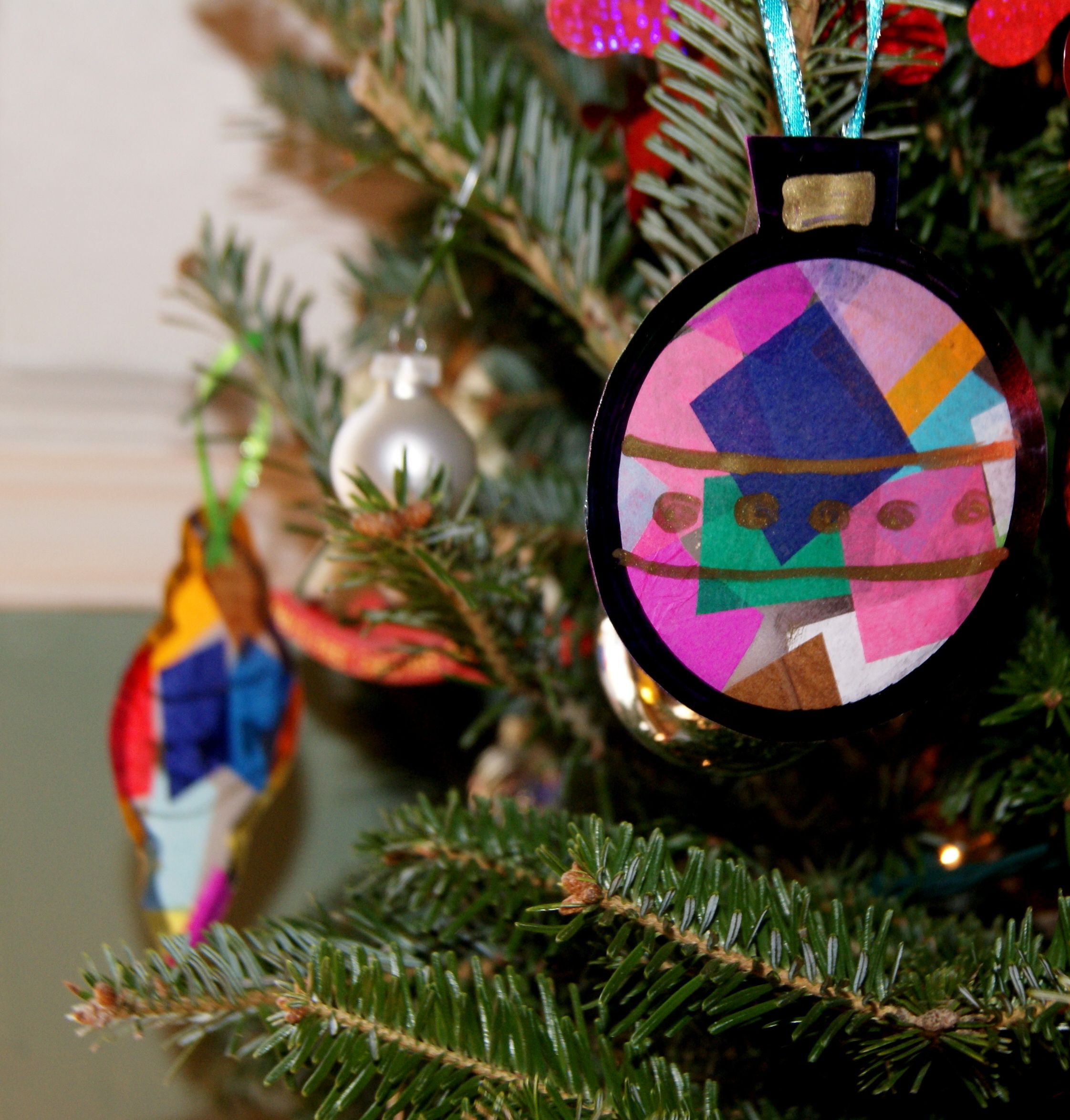 Details On How To Make These Amazing Ornaments On Toddler