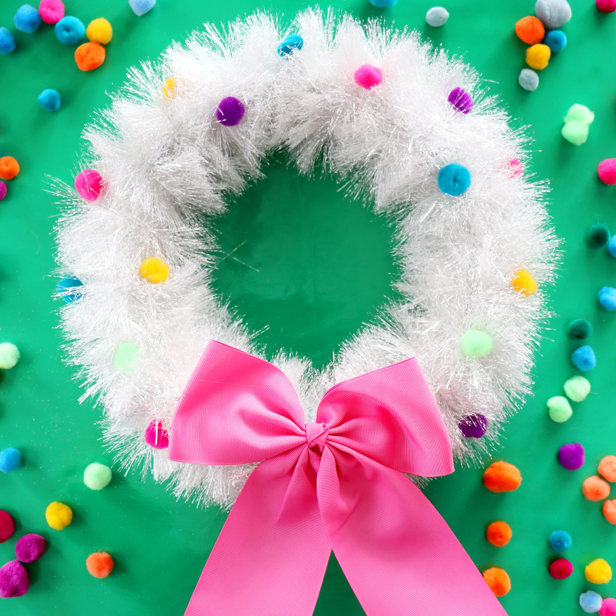 Diy christmas wreath made from a pizza box pom poms christmas diy christmas wreath made from a pizza box pom poms christmas diys to do solutioingenieria Images
