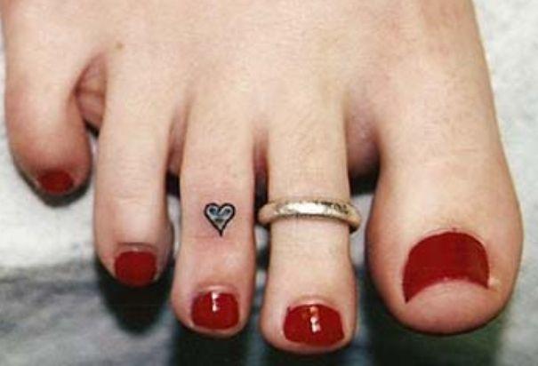 Maybe A Little One Con Immagini Tatuaggi Sulle Dita Tatuaggi Sulle Dita Dei Piedi Tatuaggi