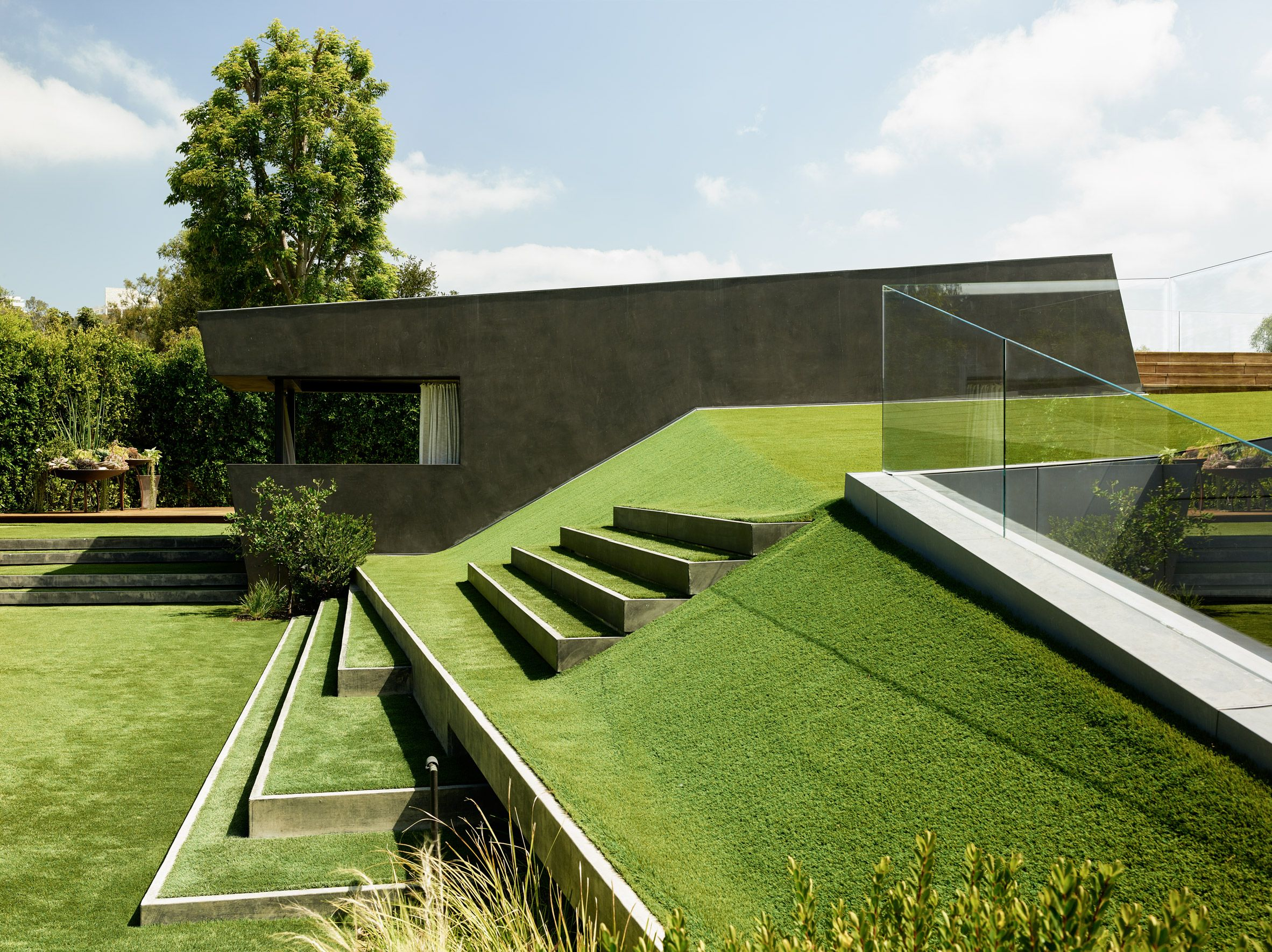 Grassy Landscape Cascades Over Angular Los Angeles House By Eric Rosen Architect Green Roof Architecture