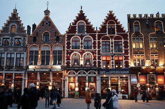 De Mark van Brugge, net als heel de binnenstad een prachtige stukje UNESCO Werelderfgoed dat u moet gezien hebben. Naast prachtige huisjes, het Belfort, het Provinciaal Hof,... de perfecte stop om even weg te dromen.