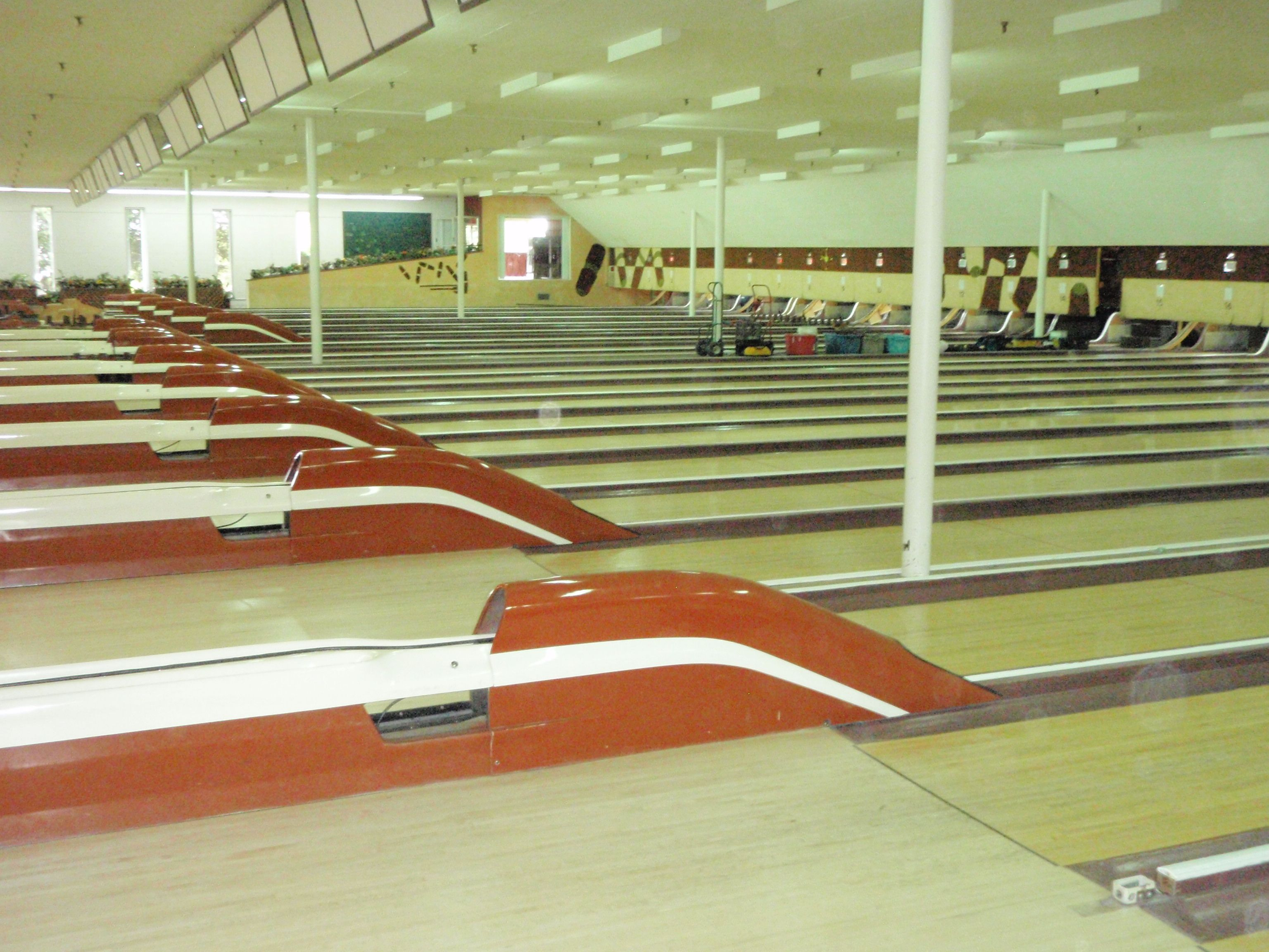 Fairway Bowling Alley In Natick Finds A New Home Bowling Natick New Homes