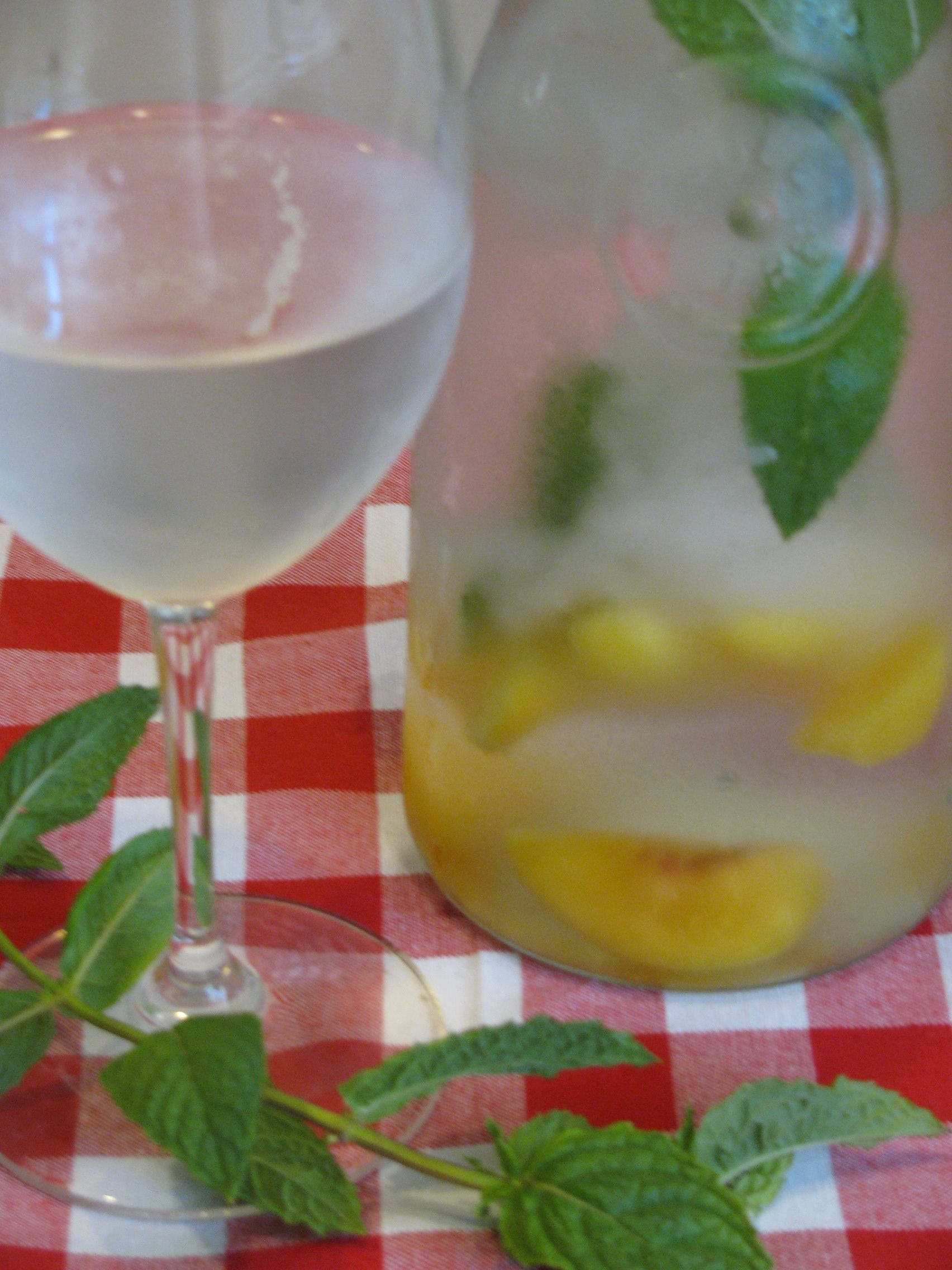 Mint Infused Water with Peaches That Cools You Off