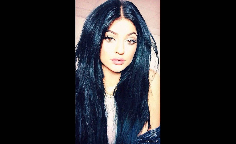 صبغة شعر اسود مزرق تغزو عالم الموضة Beauty Hair Hair Styles