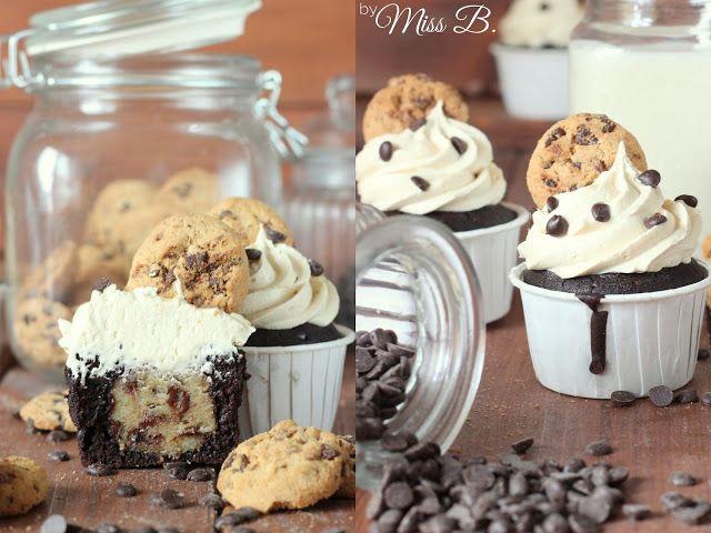 Miss Blueberrymuffin's kitchen: Kindheitstraum: Cookie dough Cupakes mit Füllung #blätterteigrosenmitapfel