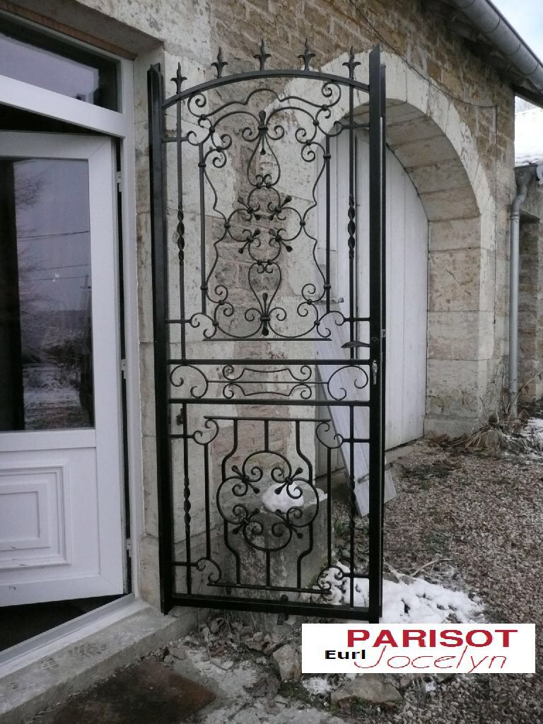 Porte fer forg cave vin portes en fer porte fer forg et fer forg fenetre - Porte en fer forge exterieur ...