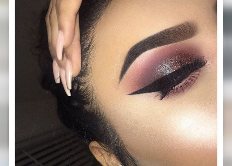 Pin by V 💙 on EYESHADOW How to, Pigments and Glow Makeup