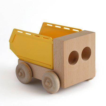 mi piacciono i giocattoli di legno, che ti fanno sentire l'imperfezione della materia.