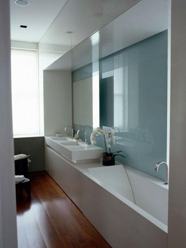 20 id es pour une petite salle de bains avec baignoire rev tements de sol en bois rev tement. Black Bedroom Furniture Sets. Home Design Ideas