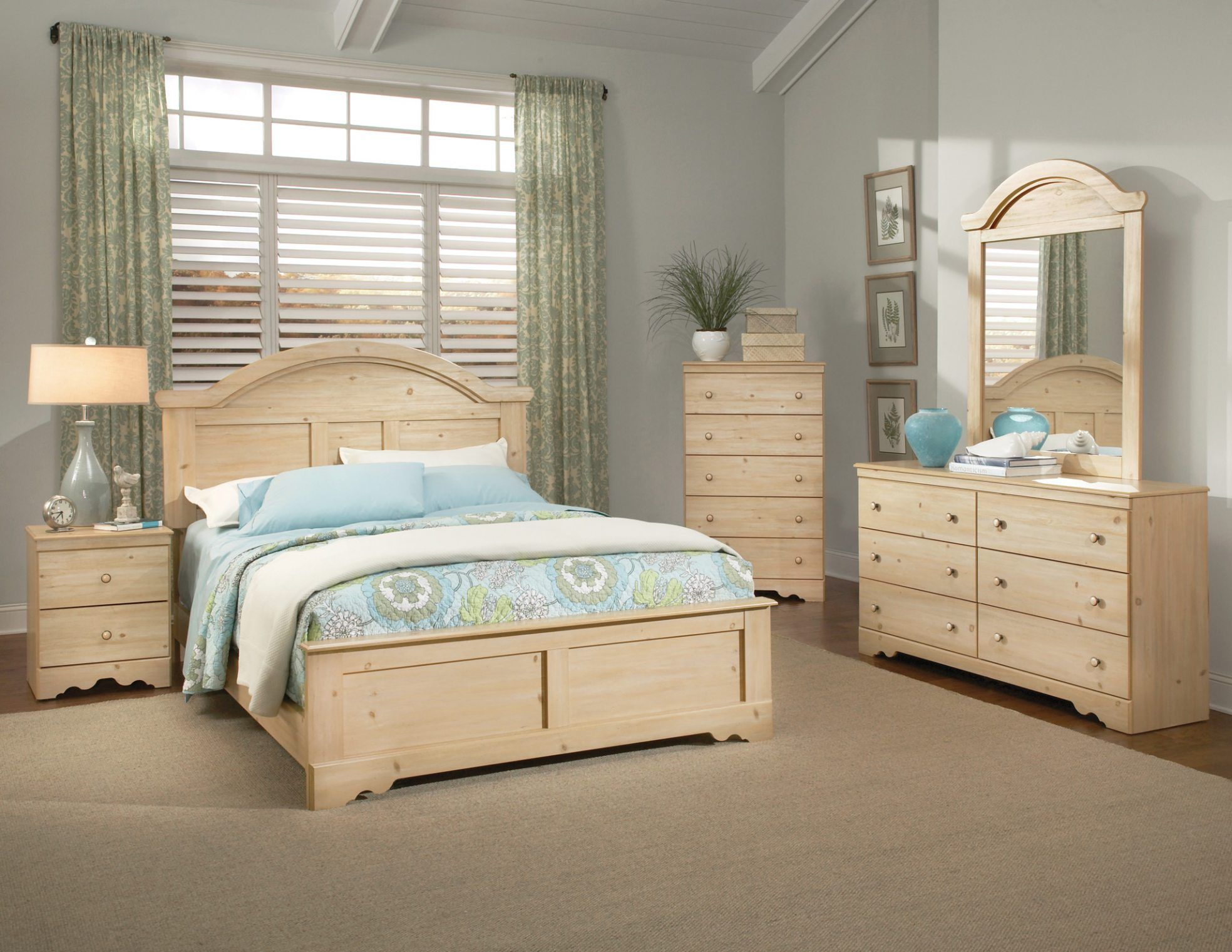 The Important Things When Selecting Pine Bedroom Furniture Set