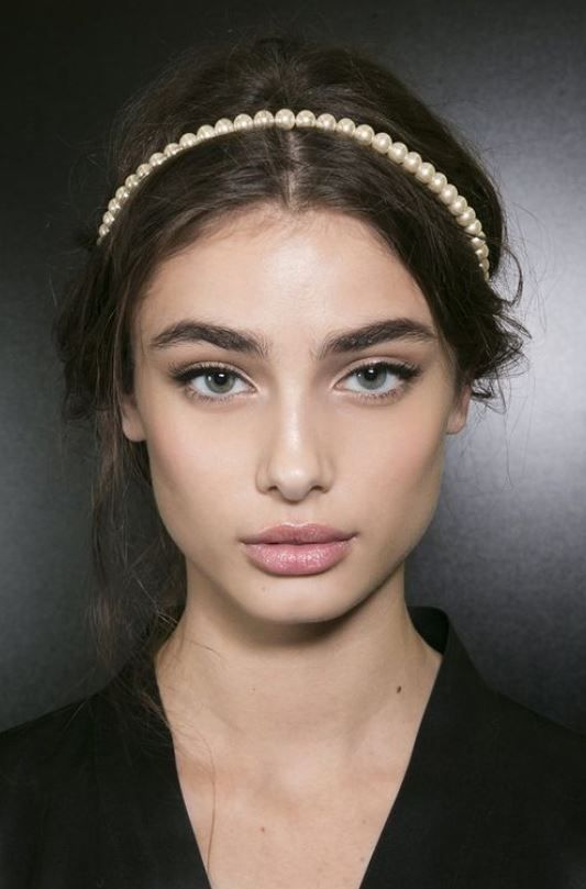 30+ Glamorous Hair Accesories & Hairstyle Inspiration You Should Try For This Festive Season! - Feminine Buzz