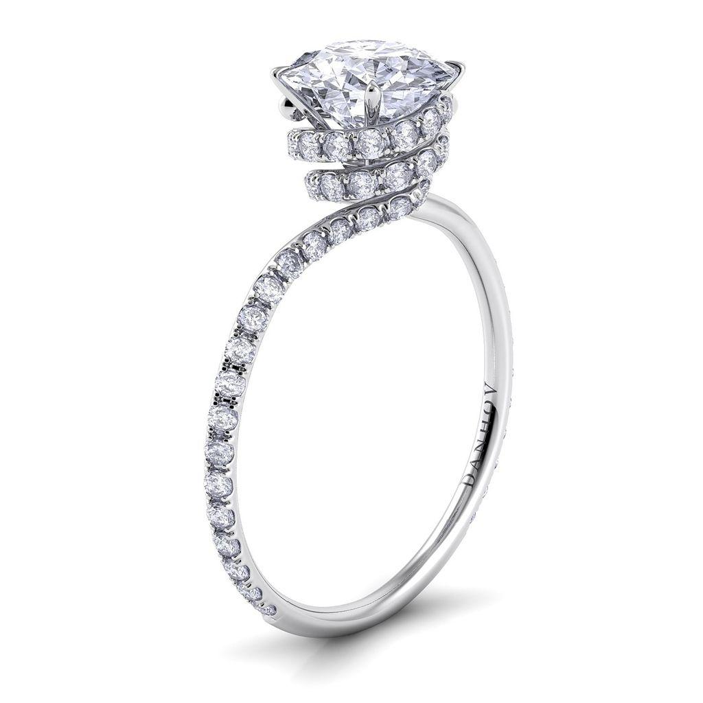 Unique, classic yet elegant engagement ring. #EngagementRing #WeddingRing #UniqueEngagementRing