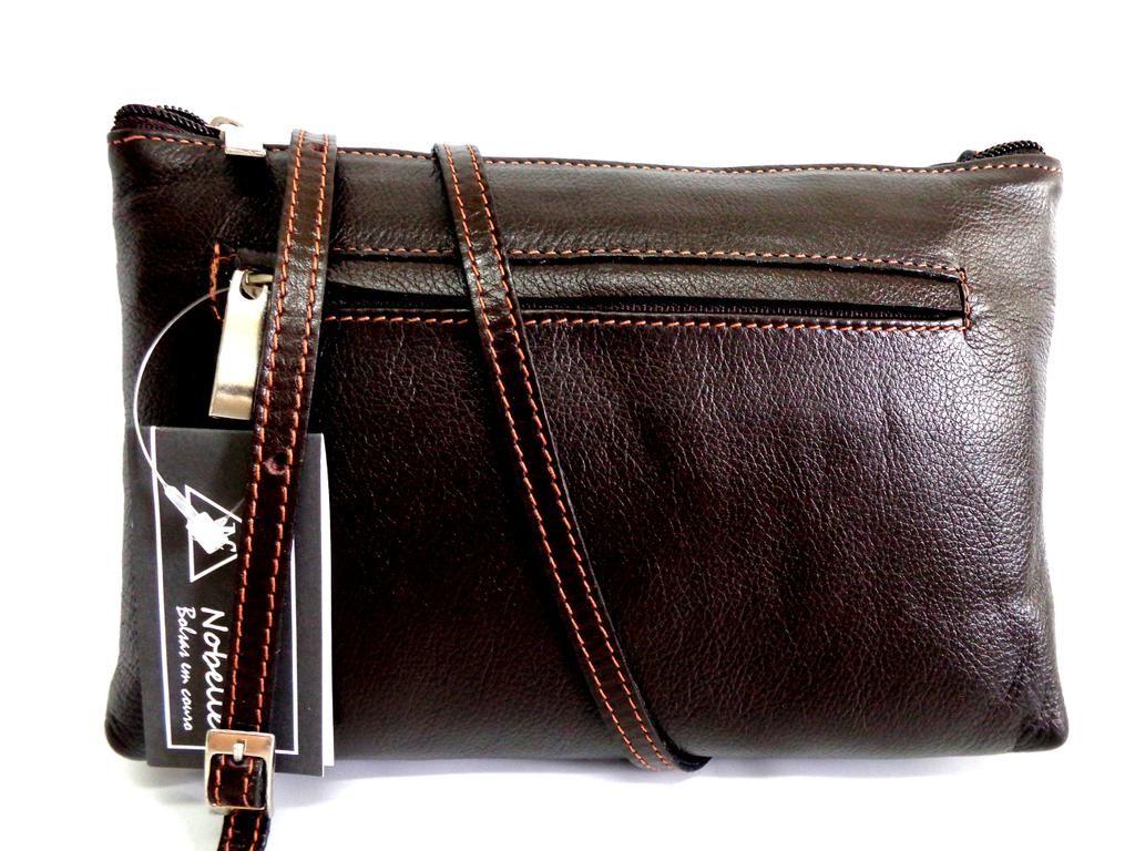 411a9c0b4 Bolsa em Couro da Nobelle. Cores preta e marrom. Super leve, compacta e com  ótimo preço à venda na loja da liberdade.