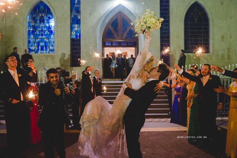 Buquê de Anis - Bebel Tostes - Fotografia de casamento - noiva - igreja - casal - vestido - wedding - wedding day - emoção - casamento - amor - igreja - cerimonia - véu - love - familia