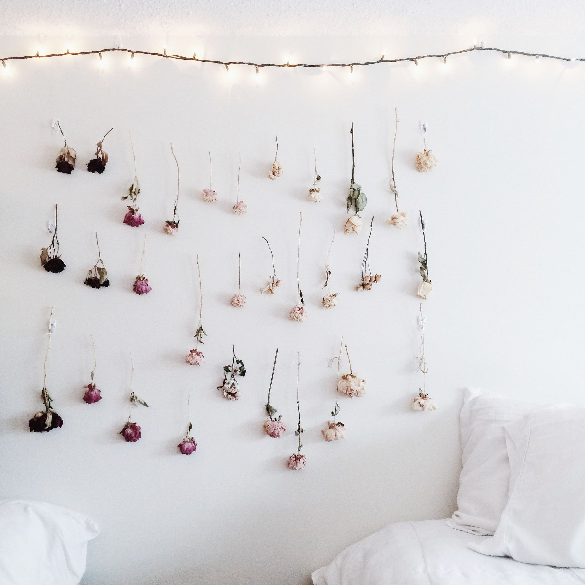 How to make your own Ombre Dried Flower Wall on juliettelaura.blogspot.com  Juliette ...