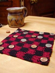 Mini Roll-up Checkerboard - Bring the family together and make great gifts with free crochet game patterns! #crochet