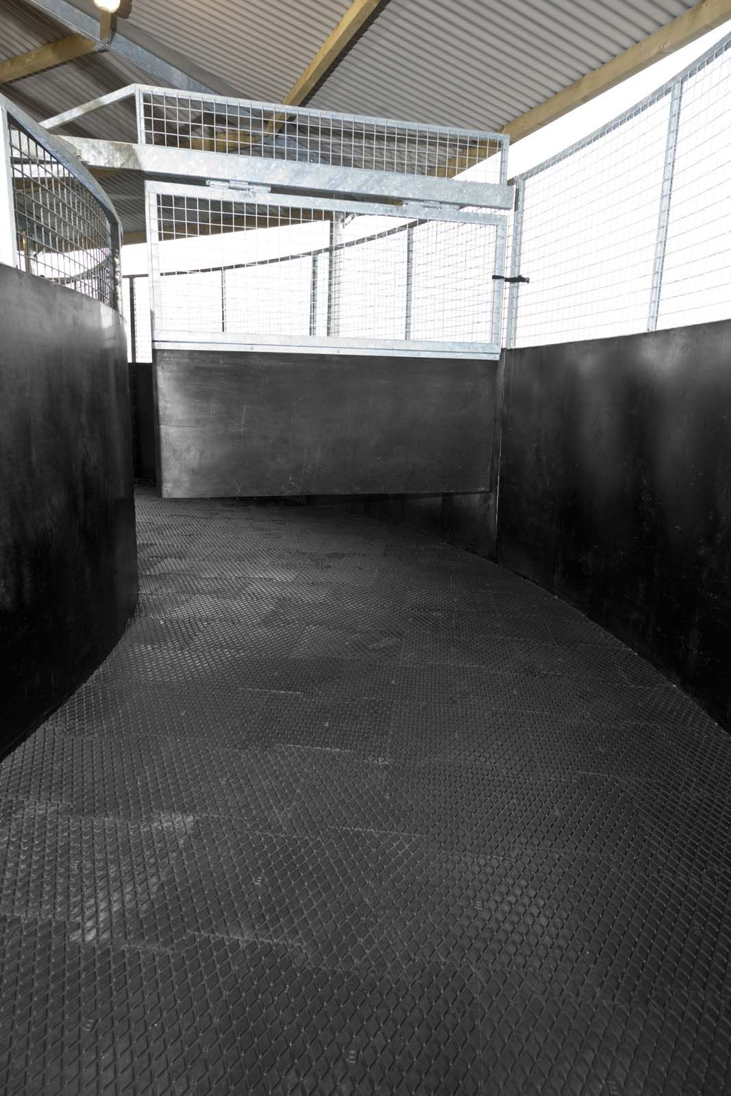 Equine Rubber Matting In 2020 Rubber Equines Rubber Mat