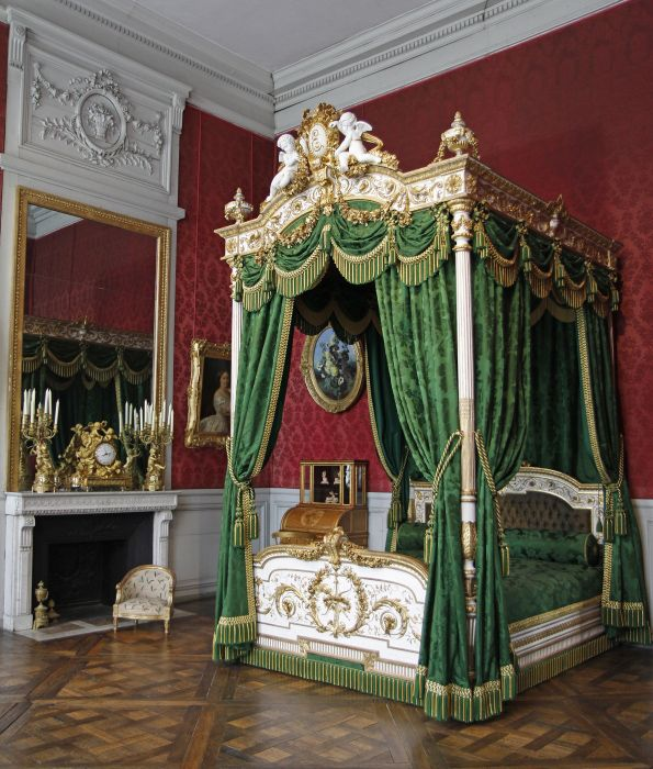 Empress eug nie 39 s bed at the chateau de compi gne made in 1867 for the new apartments of the - Garde meuble fontainebleau ...