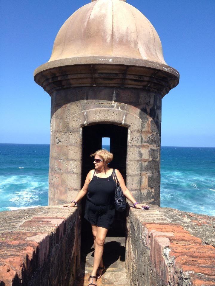 Mi Madre En Una Garrita De El Morro San Juan Puerto Rico Puerto Rico Captain Hat Puerto