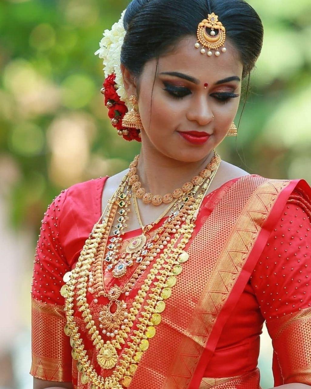 Kerala Bridal Hairstyles For Short Hair Hindu Wedding In 2021 Indian Bridal Hairstyles Kerala Bride Bridal Hairstyle Indian Wedding