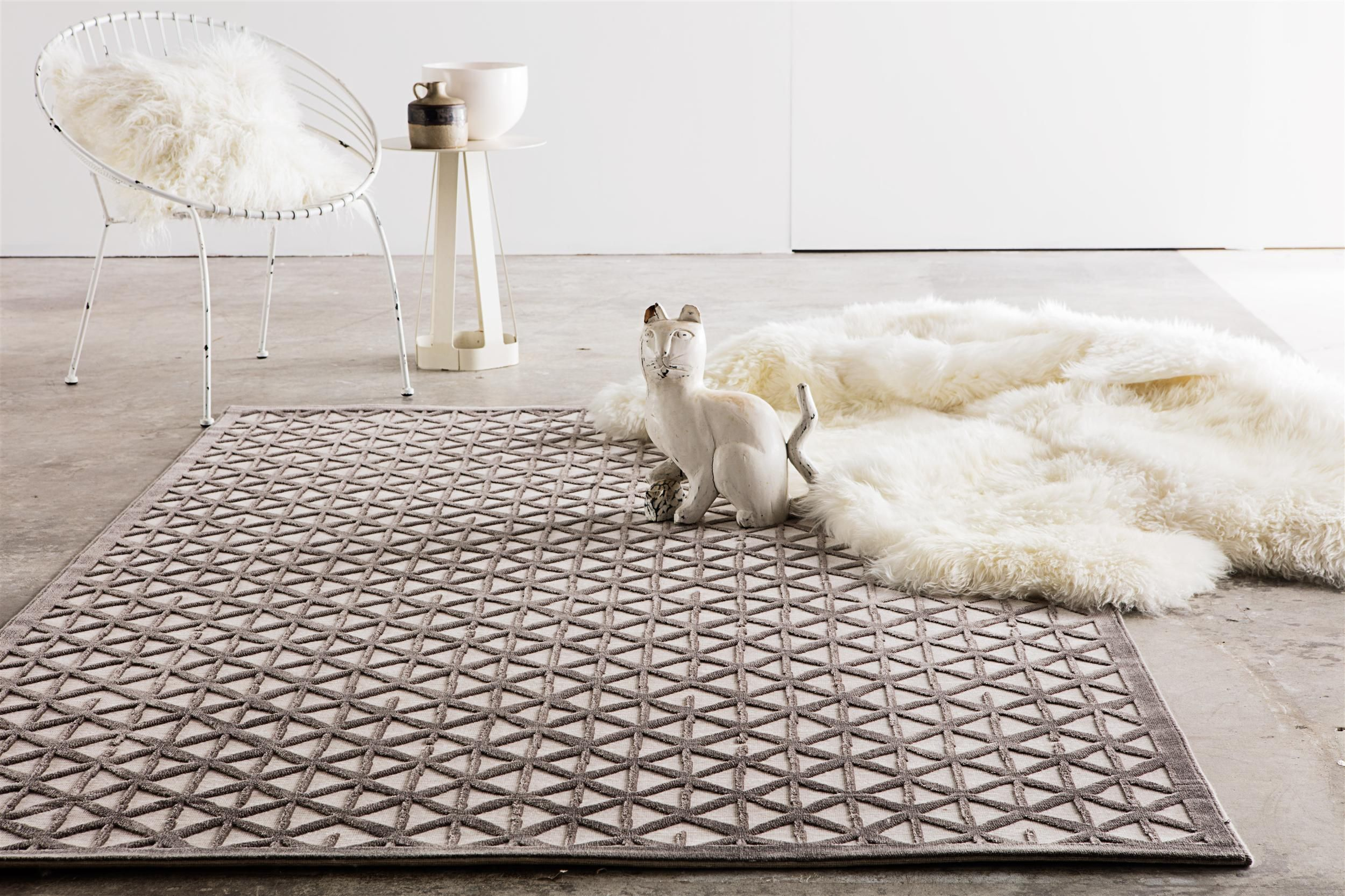 Add A Peppy Dimension To Your Space With Our Geometric Area Rugs Stylish Yet Comfortable Our Handmade Geometric Rugs Will Conv Buying Carpet Rugs Rugs Online