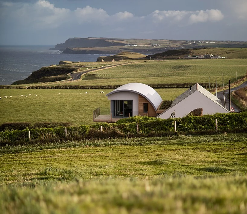 100 Year Old Irish House Restored With Curving Roof Extension By 2020 Architects In 2020 Irish Houses Roof Extension Cottage Extension