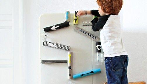 selber machen murmelbahn am k hlschrank paper towel rolls paper towels and toilet paper. Black Bedroom Furniture Sets. Home Design Ideas
