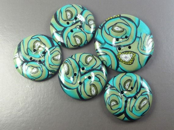 En vente sur https://www.alittlemercerie.com/boutique/boutons_d_auj-51579.html si les boutons sont vendus, me contacter, je peux les refaire sauf pour quelques modèles.