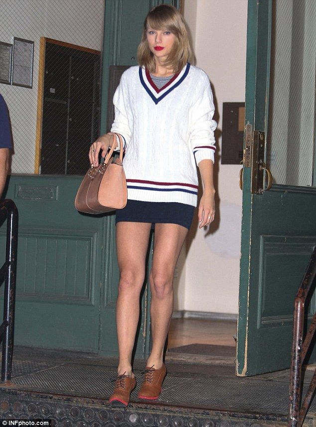 Taylor Swift gives preppy style a sexy twist | Cable knit ... - photo #31