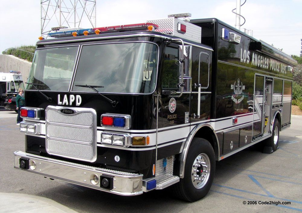 lifted police cars lapd investigating bomb threat near wilshire boulevard temple los lapd. Black Bedroom Furniture Sets. Home Design Ideas