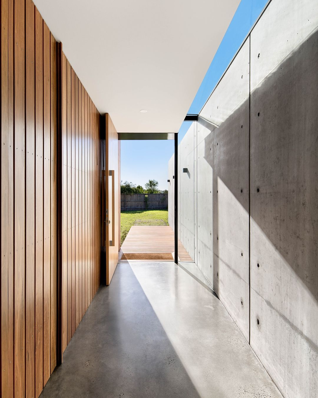 Gallery Of Robinson House By Cerastribleyarchitects Featured Today On Our Tlp Project Archives Timber Cladding Concrete Walls Interior Timber Feature Wall