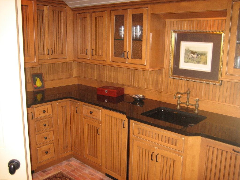 It 39 s nice to see so many different ways that beadboard can for Beadboard kitchen cabinets