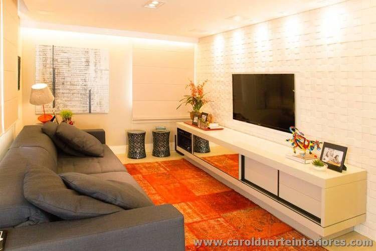 Sof cinza escuro com tapete vermelho em patchwork home - Sofa azul turquesa ...