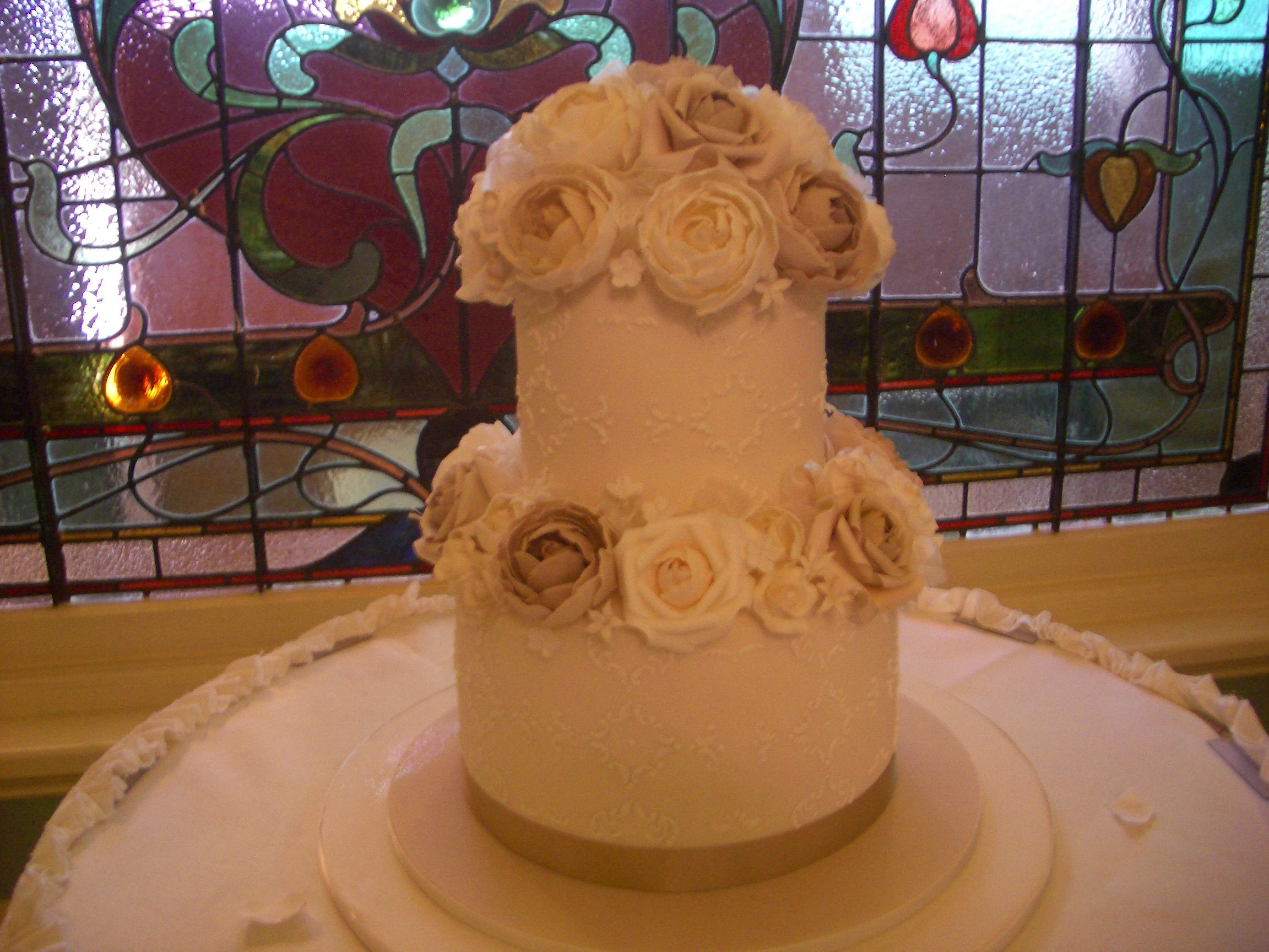 Melbourne Wedding Cakes: This cake is so heavenly, they allowed it in the church. The colours of the cake even look like that of a halo!