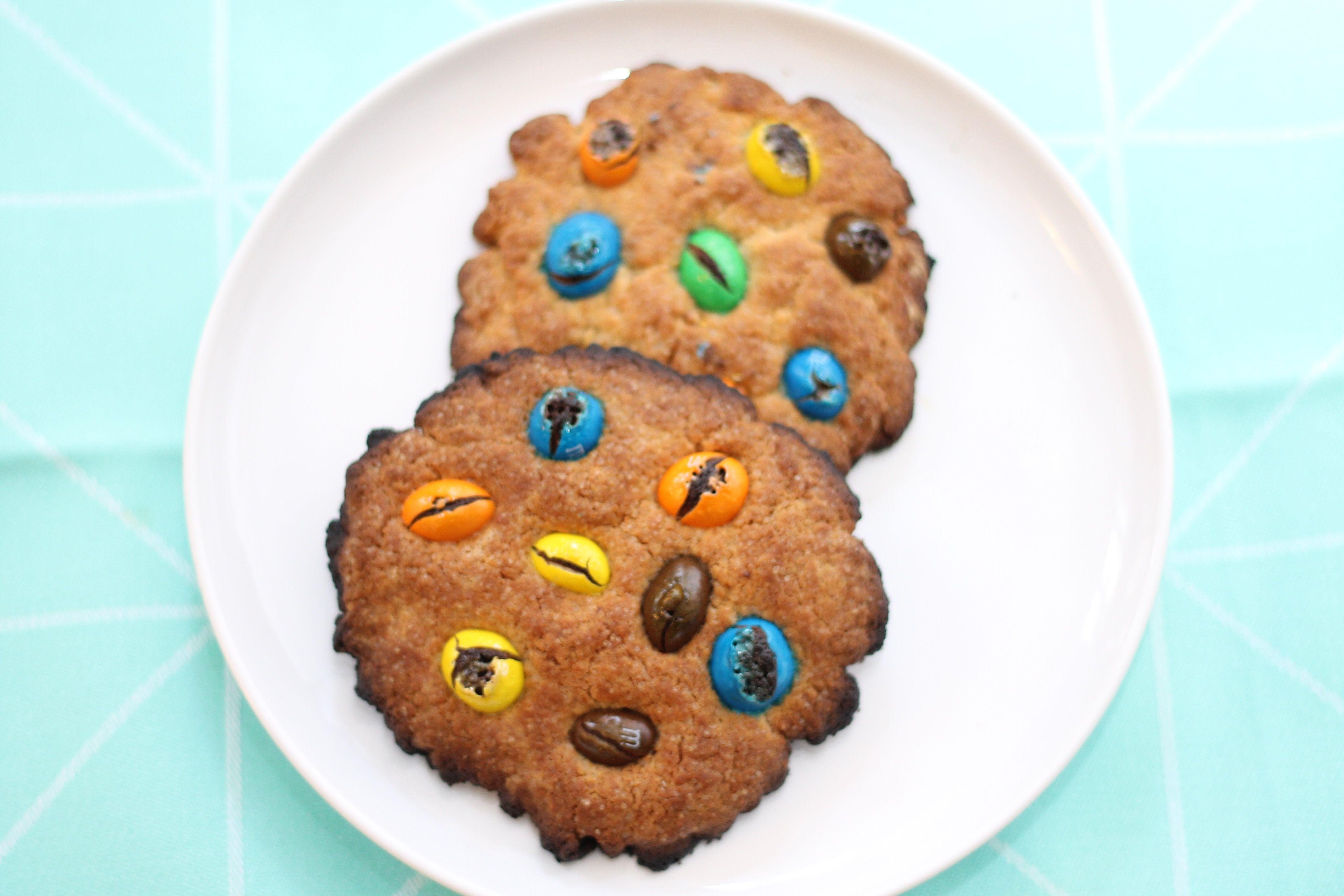 Je vous dévoile la recette de mes cookies maison déclinés sous plusieurs recettes : chocolat au lait et noix de pécan, éclats de m&m's, chocolat blanc... Voici le lien : http://www.delices-de-mouflette.com/recette-cookies-maison/