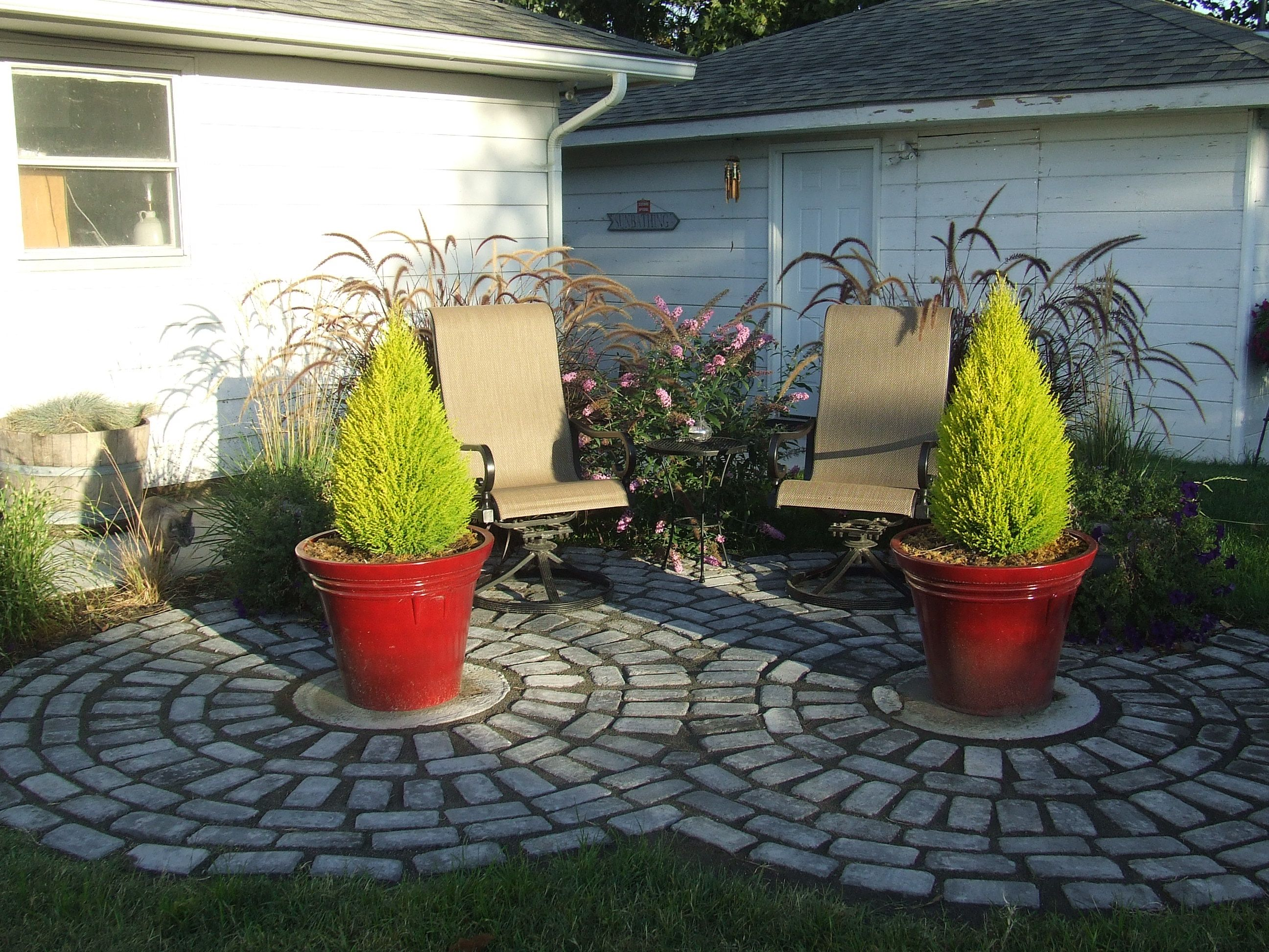 landscaping ideas sitting area to cover the 2 round septic tank