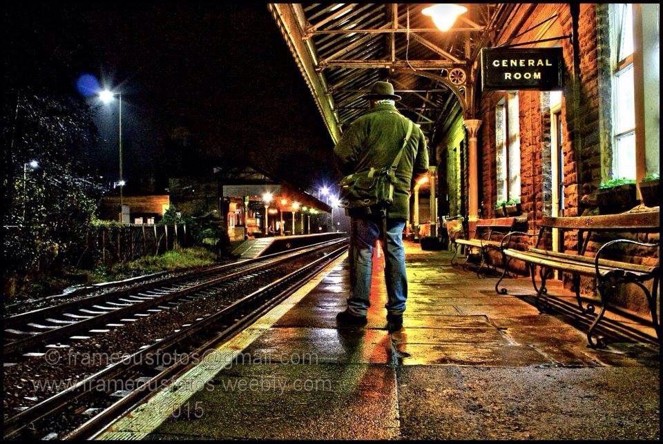 The lonely photographer He den bridge station