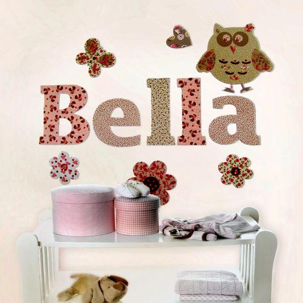 Um dos elementos que eu considero mais bacanas para decorar o quarto do bebê são as letras. E o mais interessante é que existem mil maneiras diferentes de