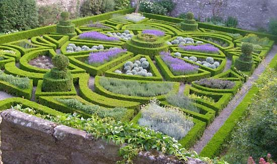 would love to plant a crazy parterre kitchen garden instead of a regular vegi/herb row style garden. what a pretty way to make a salad!