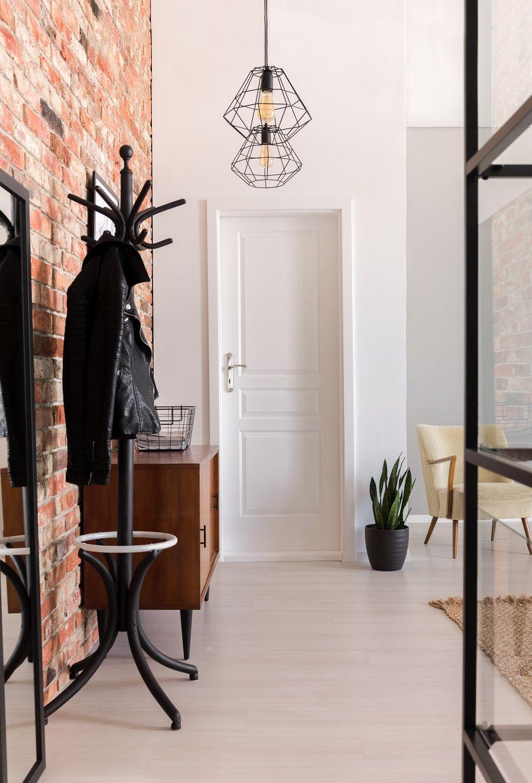 Leroymerlin Leroymerlinpolska Dlabohaterowdomu Domoweinspiracje Lampa Dekoracja Ceglanascianie Stylish Apartment White Doors Design