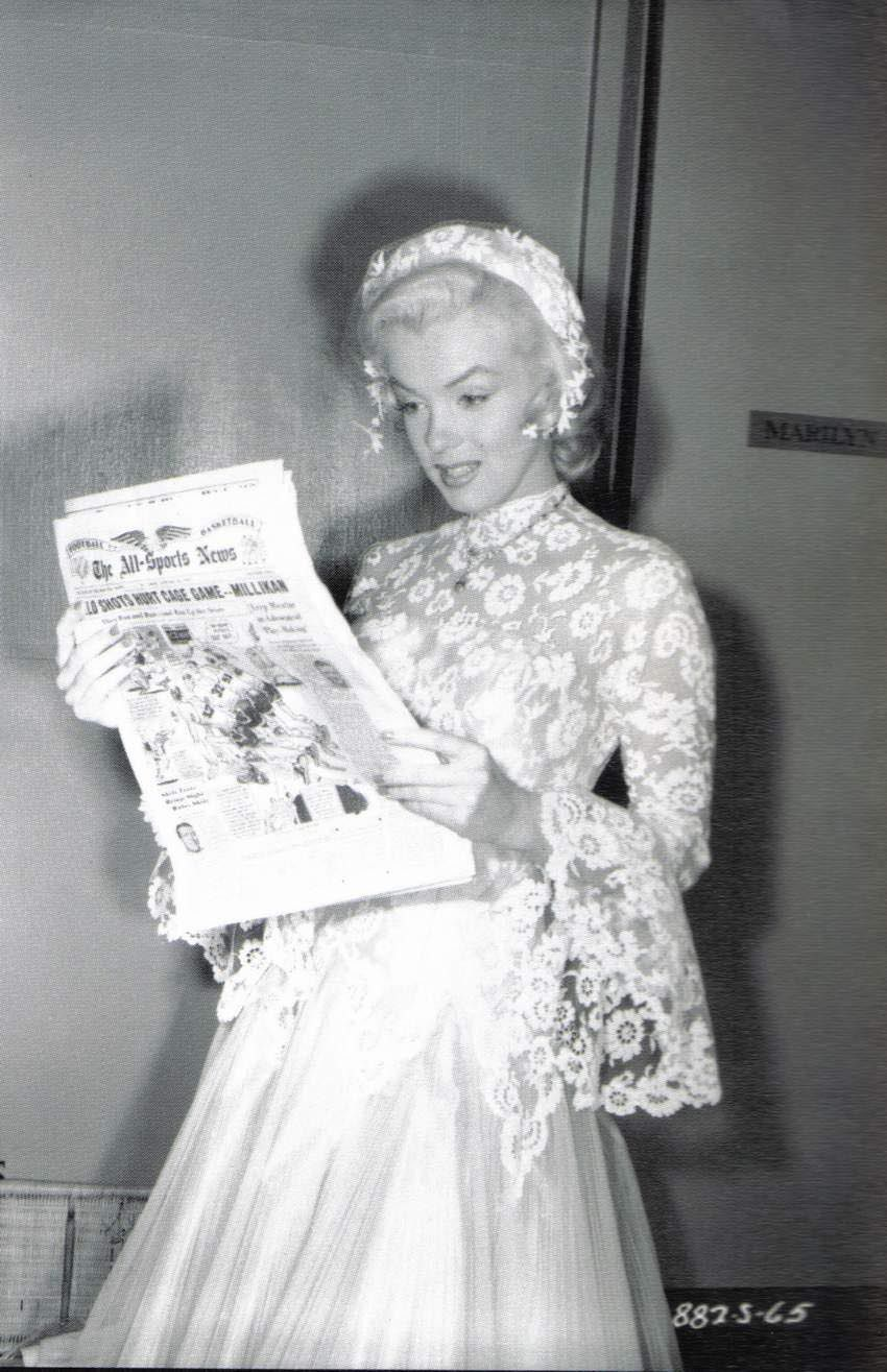 Marilyn On The Set Of Gentlemen Prefer Blondes Monroe Wedding Dress Newspaper: Gentlemen Prefer Blondes Wedding Dress At Websimilar.org