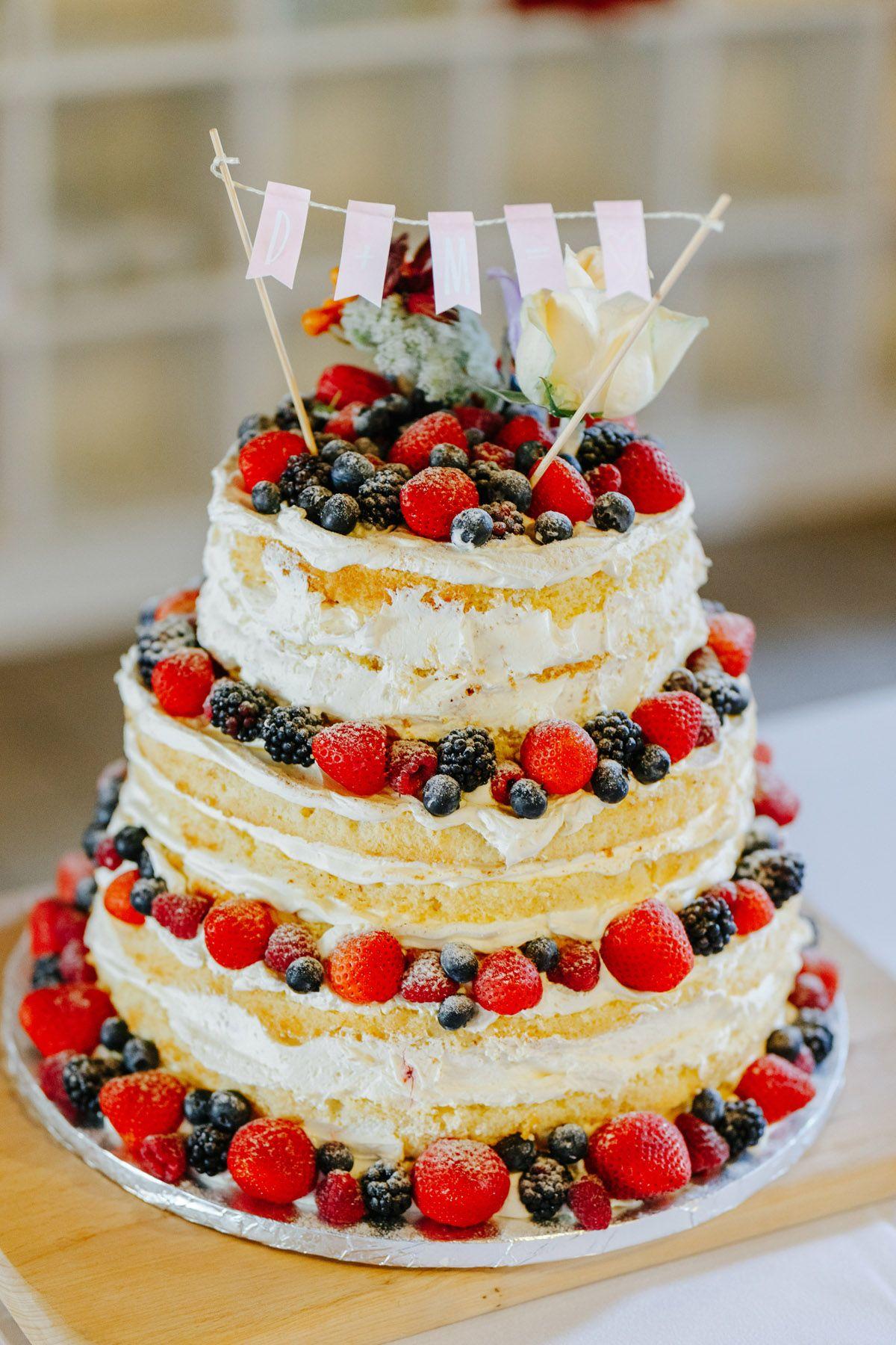 Scheunenhochzeit In Rot Und Blau Hochzeitstorte Wedding Cake