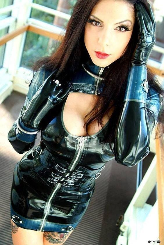 Stretchy rubber woman fetish