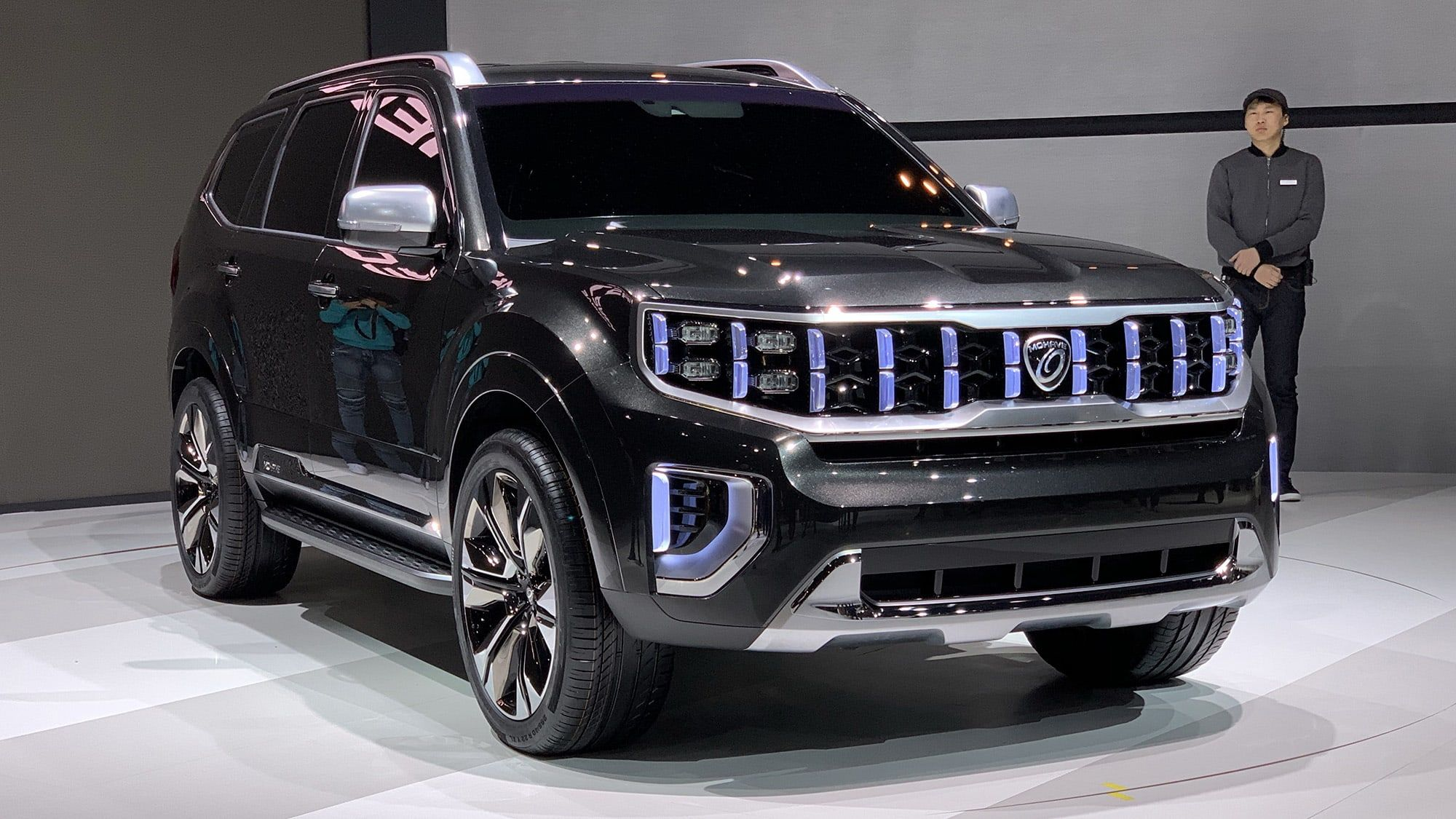 Kia Mohave Masterpiece Sp Signature Concepts Revealed In Seoul Korean Brand Previews Two Suvs With Full Size Off Roader And Revised Kia Kia Motors Suv Models