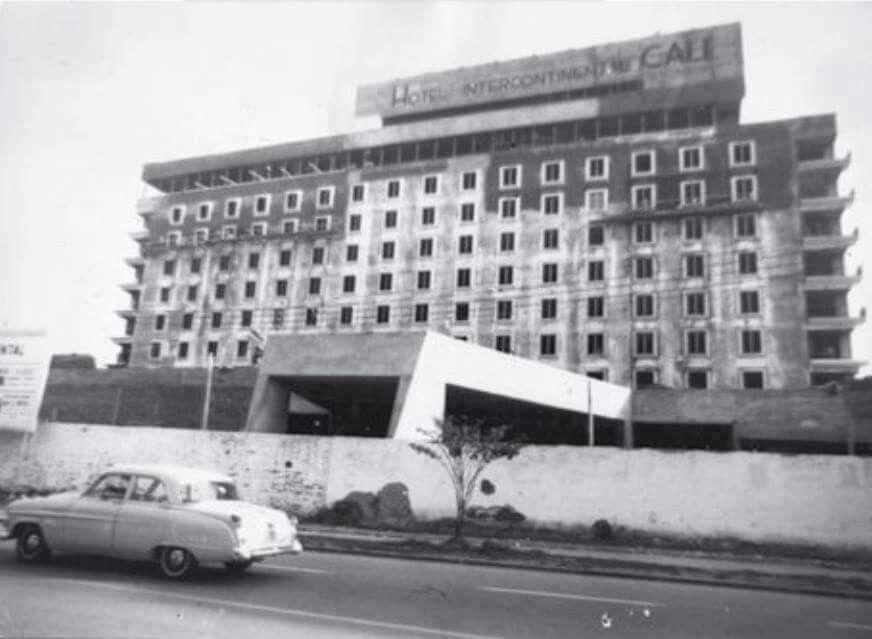 Construcci n del del hotel intercontinental de santiago de for La piscina 1969