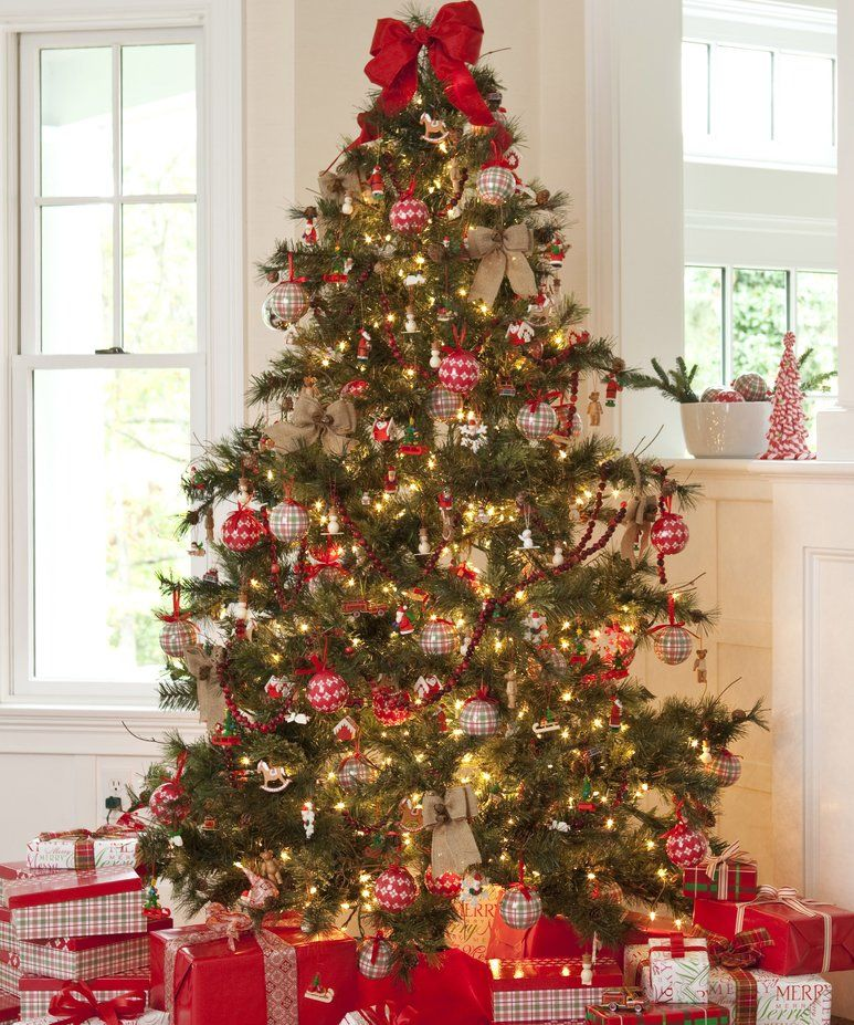 How To Mix And Match Ornaments A Cheat Sheet Wayfair Traditional Christmas Decorations Classic Christmas Tree Christmas Tree